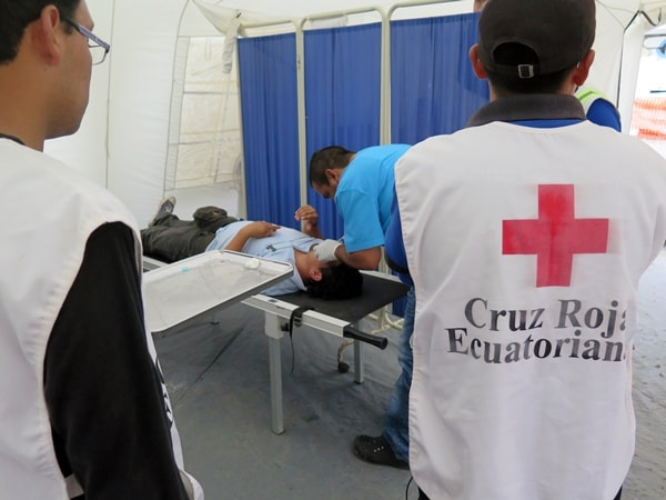 Ecuador Red Cross paramedic students look on