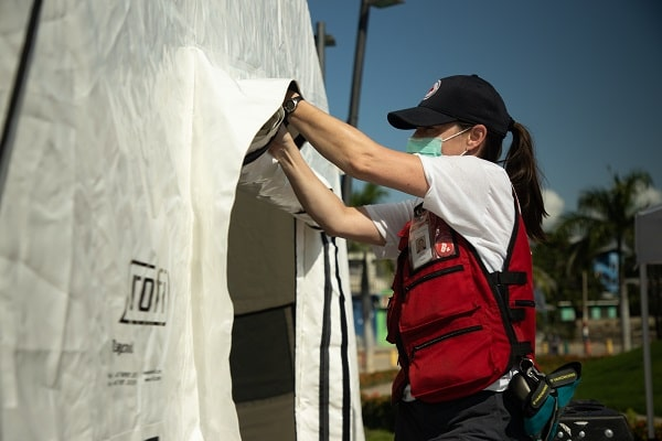 A Red Cross worker building the Emergency Response Unit in Honduras