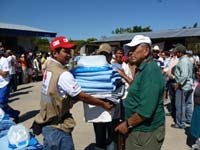 Dominican water and sanitation teams comprised by members of the Dominican Red Cross and the Dominican Government's water management agency deliver a water tank to a shelter in Santo Domingo.