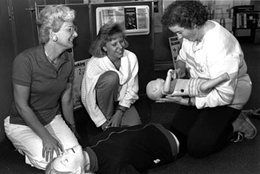 Women taking Red Cross first aid course in 1987