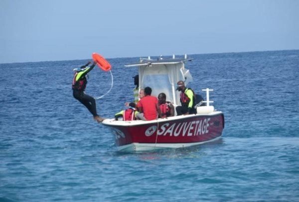 Participants from the Haitian Red Cross Society (HRCS) participate in practical water rescue exercis