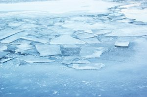 Temperature fluctuations in winter affect ice thickness and safety